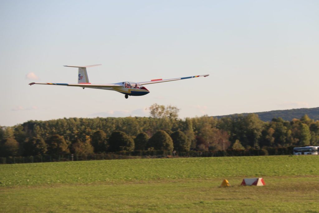 Planeur ICA IS-28B2 Premier atterrissage