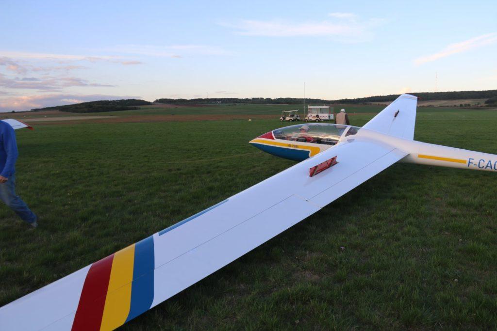 Planeur ICA IS-28B2 Prêt au décollage